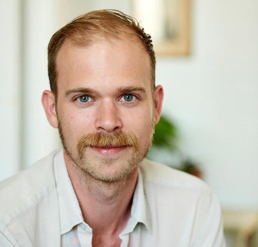 Rasmus Lang Hedegaard - Jeg er 31 år, kandidat i musikvidenskab fra Københavns universitet. Underviser i samspil og udøvende musikere.To piger på 2 og 4.