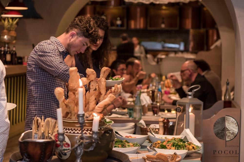 Culinary Delight la Trattoria Pocol - Am creat o atmosfera unde clientii au avut oportunitatea de a se conecta intr-o aventura cu arome italienesti si spectacole culinare,in timp ce copiii au fost provocati sa-si exploreze creativitatea in atelierul de pizza.