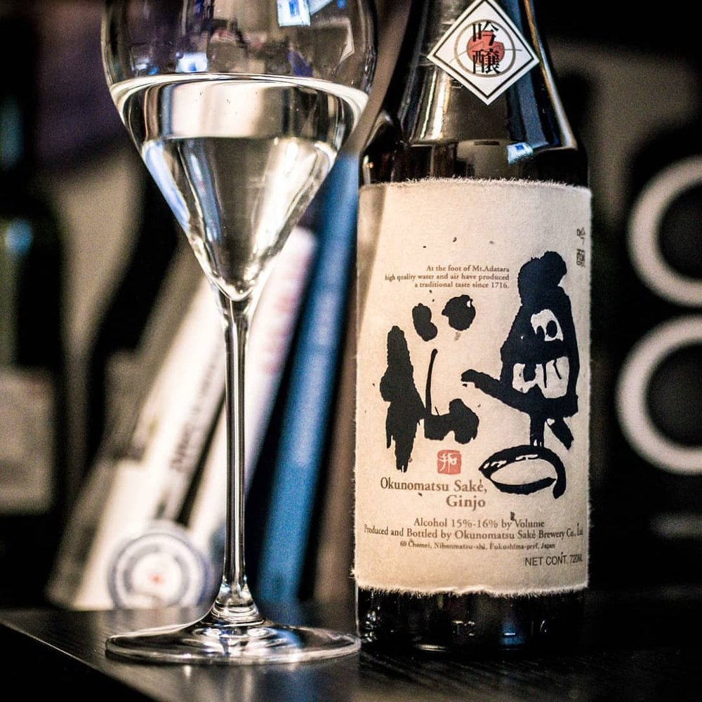 Okunomatsu Ginjo is a lovely Ginjo from one of my favorite Fukushima breweries. Fruity, mellow, and subtly complex, this one is easy to recommend to anyone. #sake #saketime #saketuesday #nihonshu #ginjo #fukushima #okunomatsu #sakekanpai #saketotheworld #日本酒 #吟醸酒 #福島酒 #福島