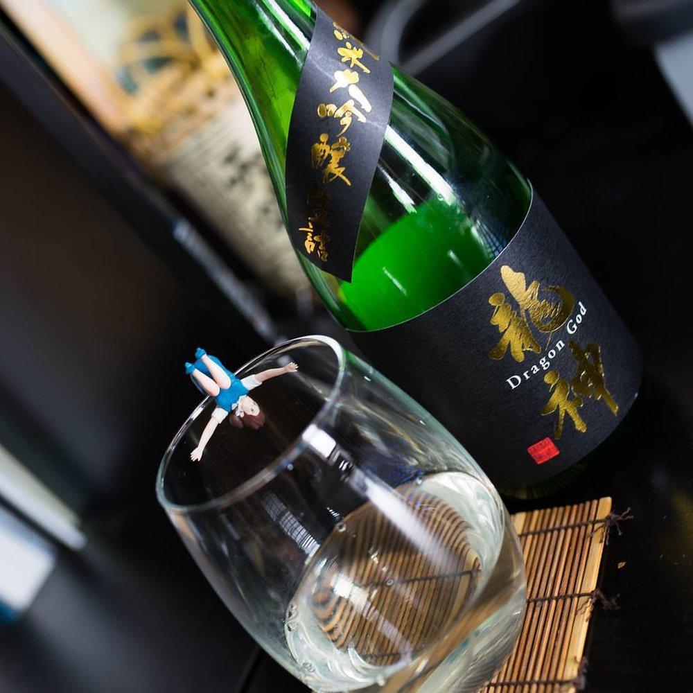 Enjoying one of my absolute favorite labels, Dragon God Junmai Daiginjo Namazume from Ryujin Shuzo in #Gunma #sake #junmai #daiginjo #saké #日本酒 #純米酒 #純米大吟醸