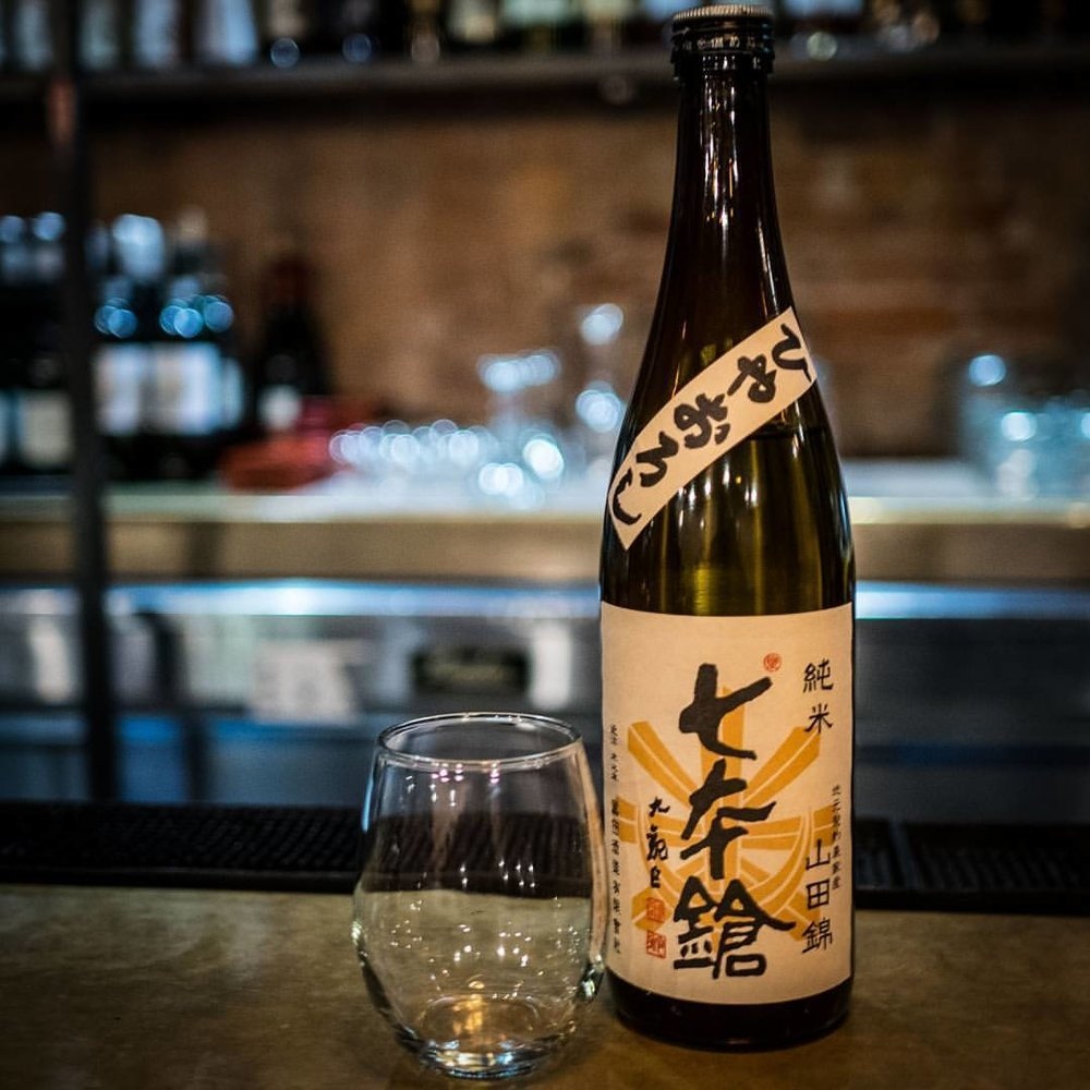 Shichihon Yari Junmai Hiyaoroshi is another reminder of how wonderful these seasonal sakes can be!  #sake #hiyaoroshi #junmai #shiga  #日本酒 #ひやおろし #純米 #滋賀 (at Shigure)