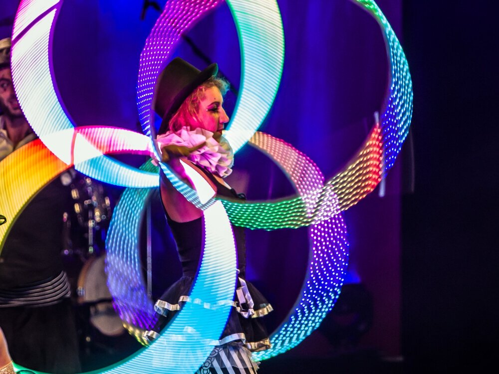 LED Show, tolle Kostüme, ein grosses Spektakel