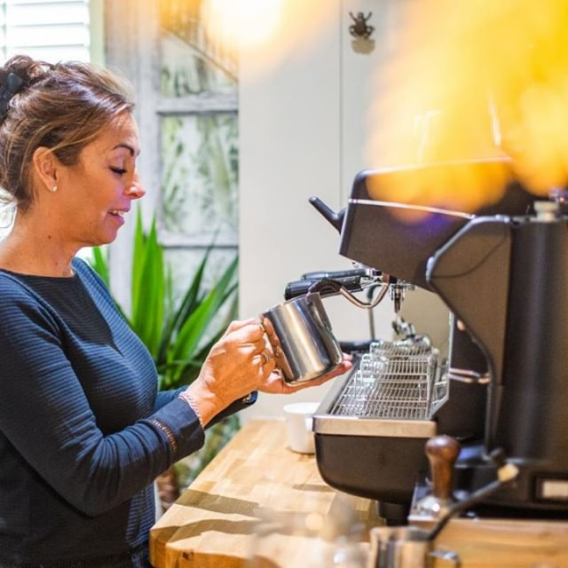 It's the weekend! Come and join us for a coffee or a quick drink in our bar, no need to book a table ☕        #coffeebar #coffee_time #coffee☕ #coffeevibes #drinklocal #eatlocal #supportlocal #stevington #redlionstevington #bedford #lovebedford #bedfordshire #bedfordrestaurant #bedfordbusiness #luxlifestyle  #beautifulbars #luxlifestyle #relaxedluxury #londonstyle #dinneranddrinks #chicdesign #deluxehotel #luxurytravel  #bedfordindies #localrestaurant #localpride #countrylivingstyle #northampton #miltonkeynes #stneots