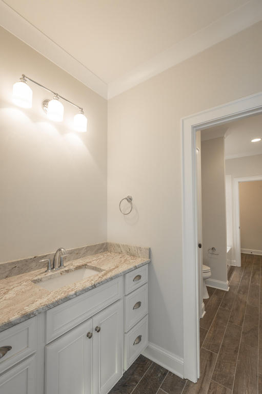 8234-rambling-rose-drive-bathroom-06.jpg