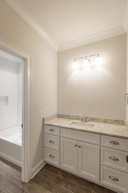 8234-rambling-rose-drive-bathroom-07.jpg