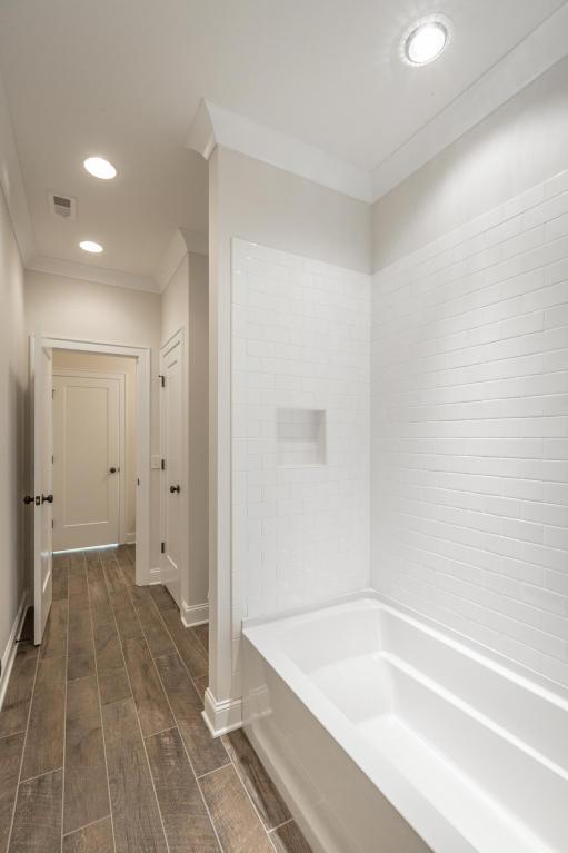 8234-rambling-rose-drive-bathroom-08.jpg