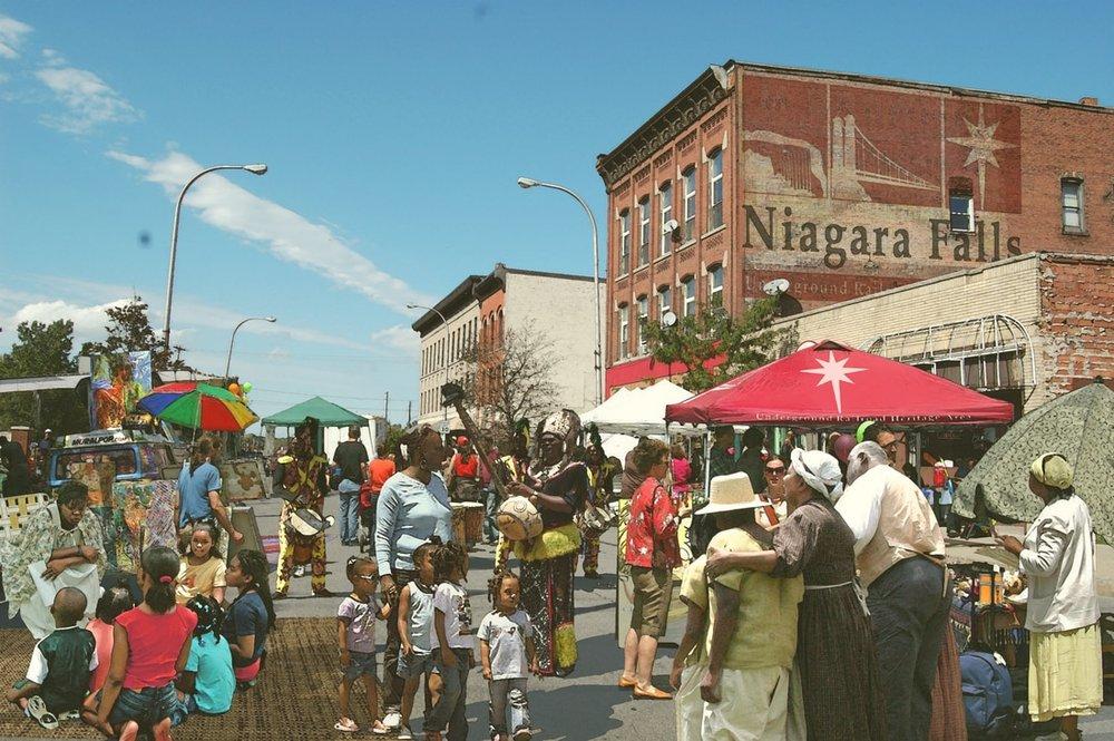 378901981140998300-2012-01-17-11027-niagara-falls-ugrr-hamp-photo-rendering-street-fair-final-draft_orig.jpg
