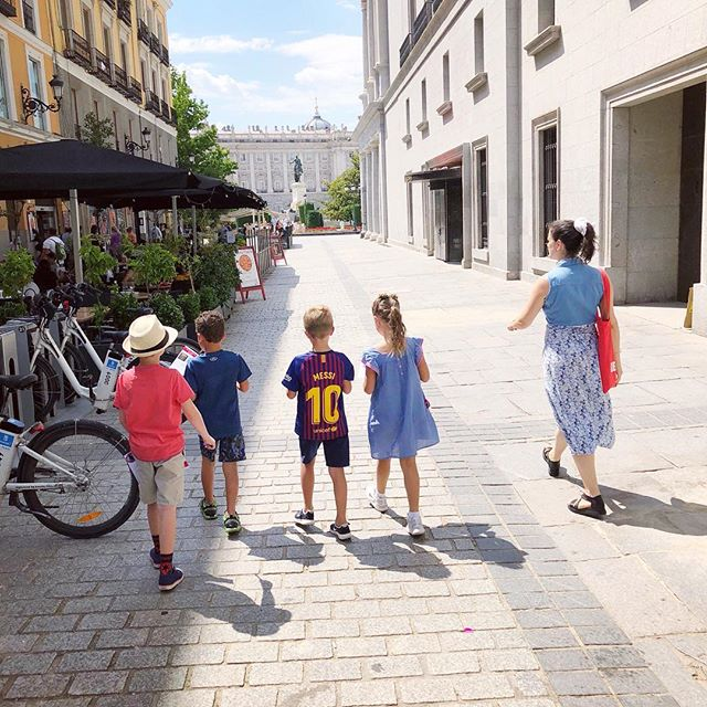 We had so much fun exploring and enjoying local treats on our scavenger hunt with @devour_tours through Madrid yesterday! 🇪🇸 #Madrid #spain #explore #travel #travelblogger #kidblogger