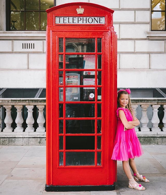 At last! I just put the finishing touches on my blog post about the full week we spent in London right after we got out of school. We had so much fun - I hope you'll read! Link in bio. Photo by Jimmy in London for @flytographer #london #visitlondon #kidblogger #ilgufo #travel #travelblogger #vacation #europe #flytographer 🥁🇬🇧✈️🎡