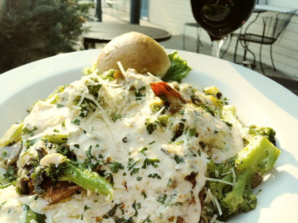 Thayer's style shrimp alfredo - Layers of sautéed broccoli, green peppers, onions, and mushrooms covering 6 jumbo grilled shrimp smothered in Thayer's parmesan sauce, served over linguini $16.98