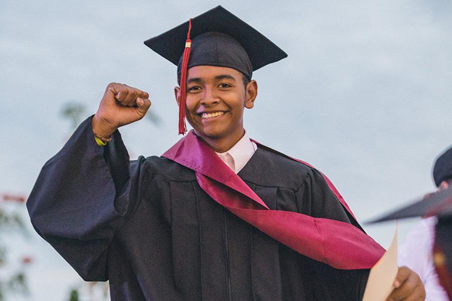 Liga-MAC-graduate.jpg