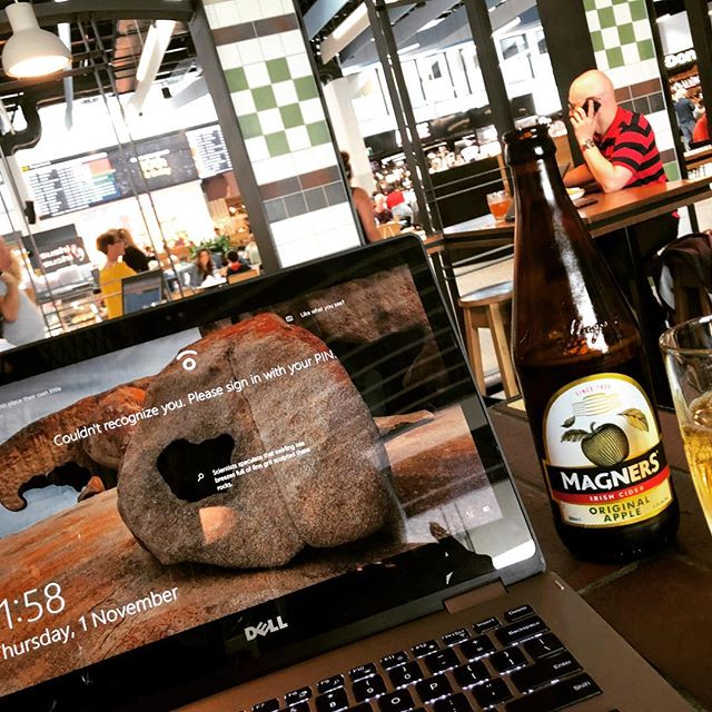 Today's office is #melbourneairport sneaking in a cheeky drink before my flight to Sydney! #businessandpleasure #getaway #mydreammyreality #lovemyjob