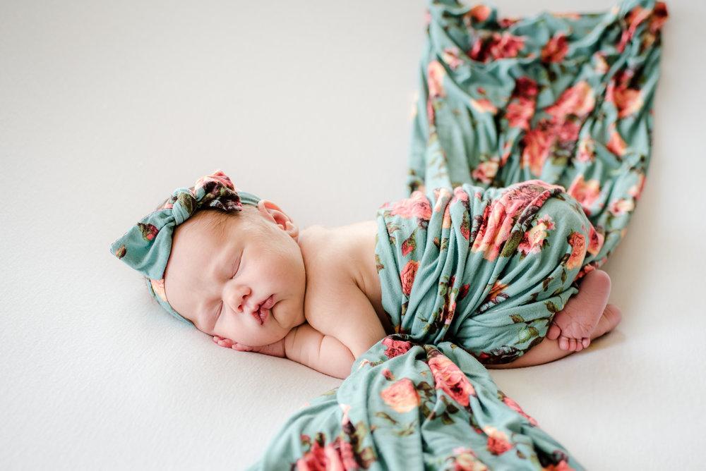 Zaya C newborn -12.jpg