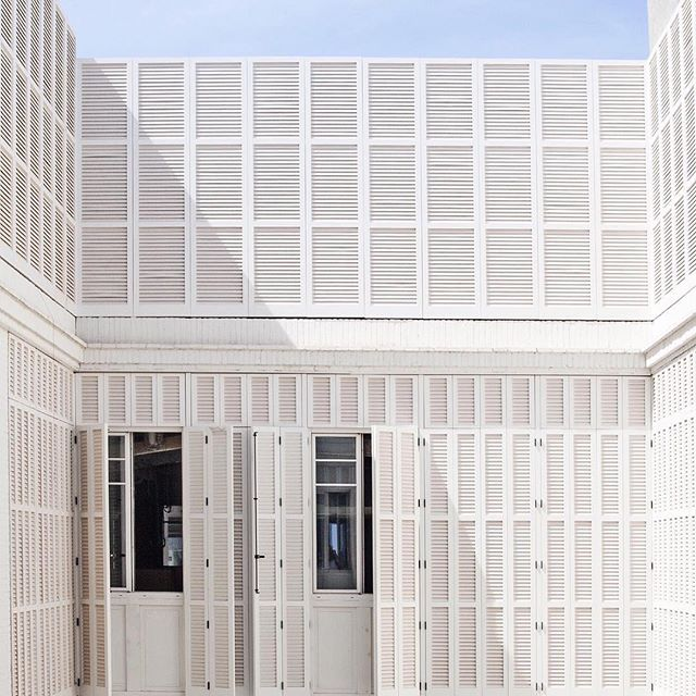 How cool is this photo @sohohousebarcelona sure my membership is lost in the mail � Always looking for custom detail inspiration 💡. . . #interiordesignerslife #luxurylifestyle #luxurybrands #architecture #photooftheday #shutters #inspiration #whitebuilding #hotel #restaurants #hangouts #europe #greatstyle #exteriordesign