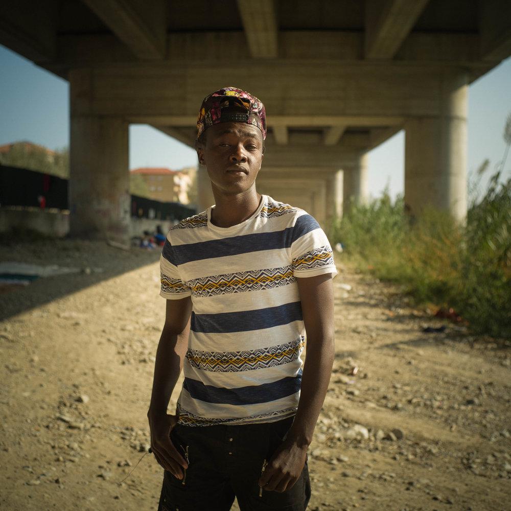 Fiaez (17) uit Soedan probeert de grens tussen Italie en Frankrijk over te komen.