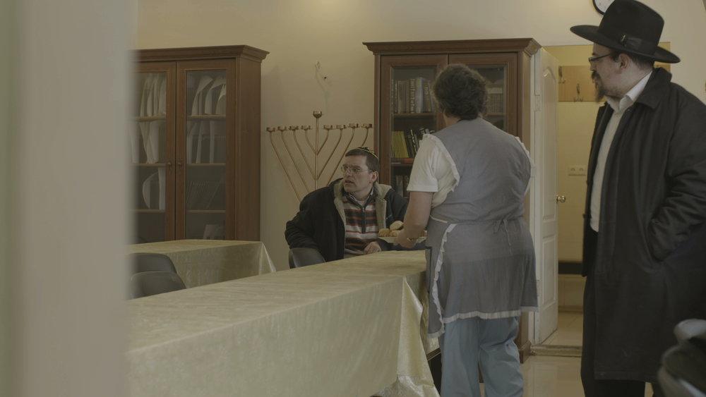 Breng de Joden Thuis werd vertoond op verschillende filmfestivals wereldwijd, waaronder  Doc Leipzig  en Hotdocs.