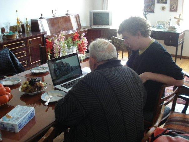 Film kijken met veteraan Grishna in Georgië.