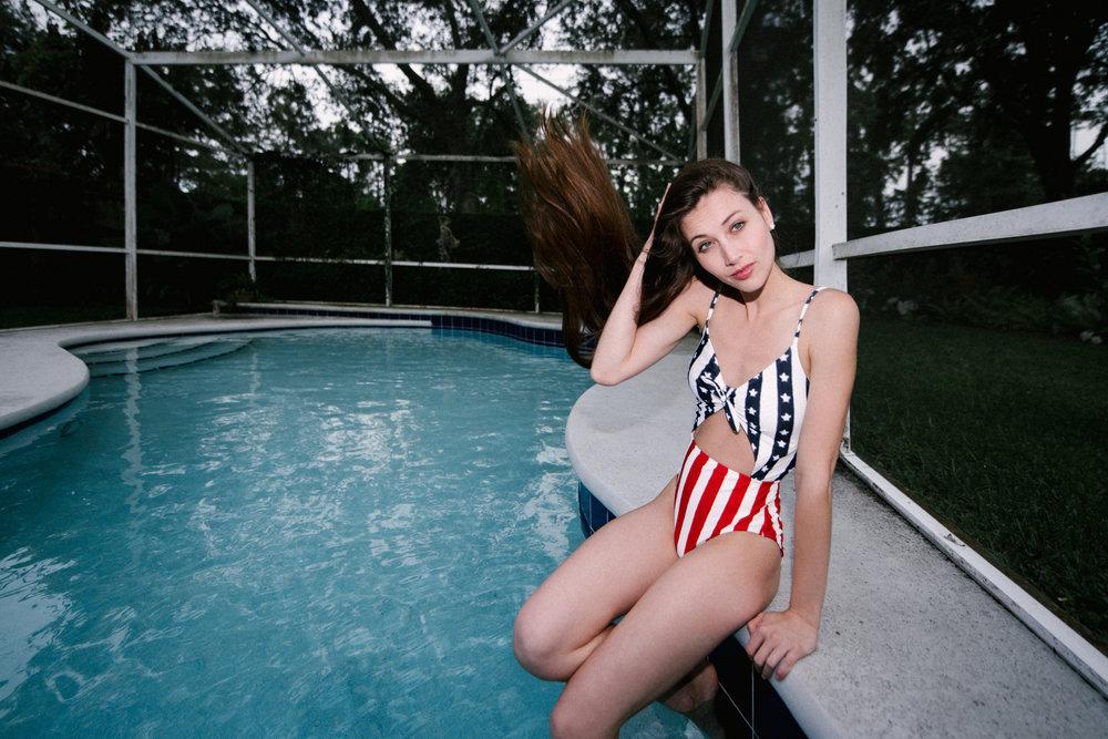 REDfour_model_Megan_Mackenzie - 14.jpg