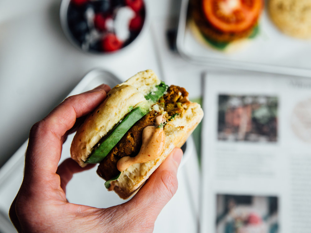 smoky-tempeh-breakfast-sandwiches