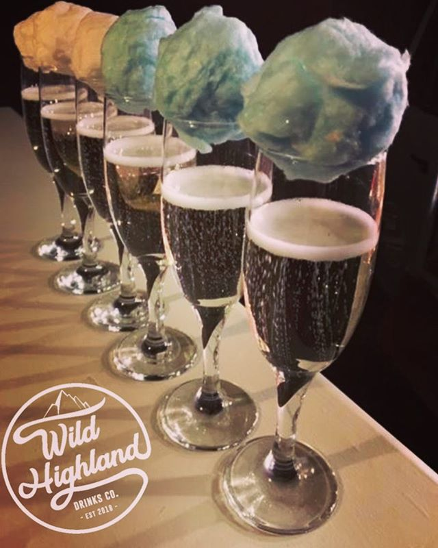 #friyay ~ Happy Friday everyone! Why not be adventurous this Friday and try a wee candy floss prosecco?!!🥂~ #wildhighlanddrinksco #theweedramvan #candyflossprosecco #highlands #fridaymood #mobilebar