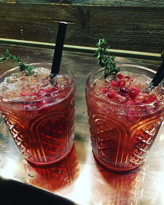 Anyone else got that #friyay cocktail feeling?? 🍹 We're dreaming of our fabulous ~~ Ruby 'n' Thyme ~~ this Friday. Just 25ml of the gin of your choice (here we used the classic @dornochdistillery gin) 15ml Elderflower Liquer, 100ml pomegranate juice, give it a good shake and serve over crushed ice with some fresh Thyme and beautiful jewel Pomegranate seeds 👌🏼😍👌🏼 #wildhighlanddrinksco #theweedramvan #ruby'n'thyme #fridaymood #highlands #gin #elderflowerliquer #pomegranate #fridaycocktails