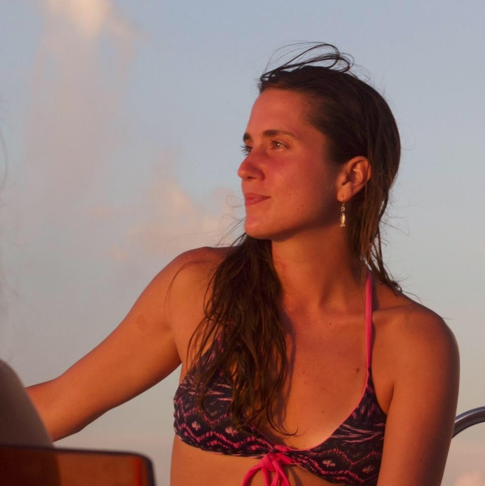 Maylïs Esquevin BUSINESS DEVELOPPER   Born and raised sur Tahiti, Maylïs est notre touche tahitienne, elle vous garantie un accueil à la hauteur des beautés sous-marines que nous vous ferons découvrir. Responsable du bureau, c'est elle qui vérifie tes qualif' et valide ta certif'.