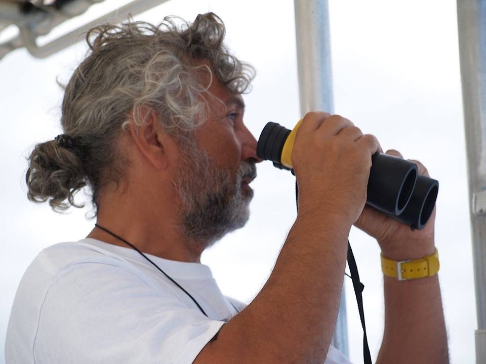 Thierry Zysman WHALES SPECIALIST   Since 25 years, Thierry observed polynésians cetaceans. Thanks to his work we can observe, learn and understand the behaviour of humpback whales. Let him tell you stories and be amazed !