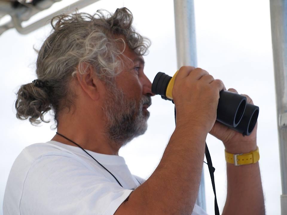 Thierry Zysman SPECIALISTE DES BALEINES   Depuis plus de 25ans, Thierry a observé les cétacés polynésiens. C'est grâce à son travail que nous pouvons observer, apprendre et comprendre les baleines à bosses. Laissez-le vous contez ses histoires et émerveillez-vous !