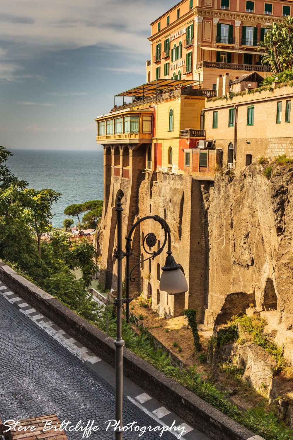 Sorrento - The steep road down to the harbour