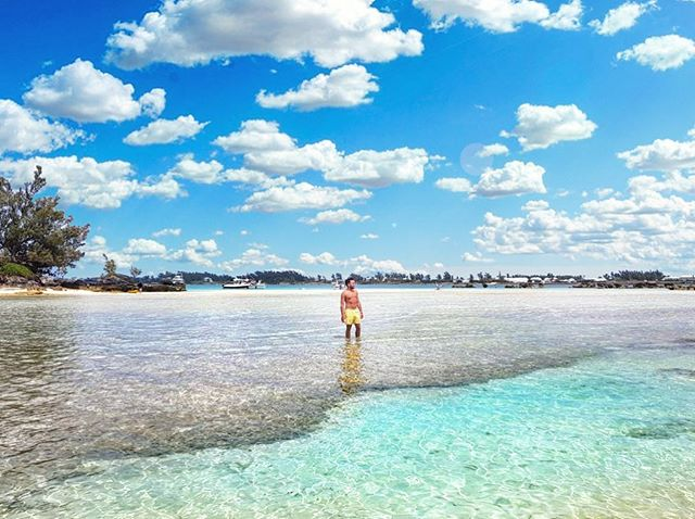 We live for days like these ☀️🌊💍 Hello summer 💦💕 #backyardgoals #blessingsonblessingsonblessings #bermudalife