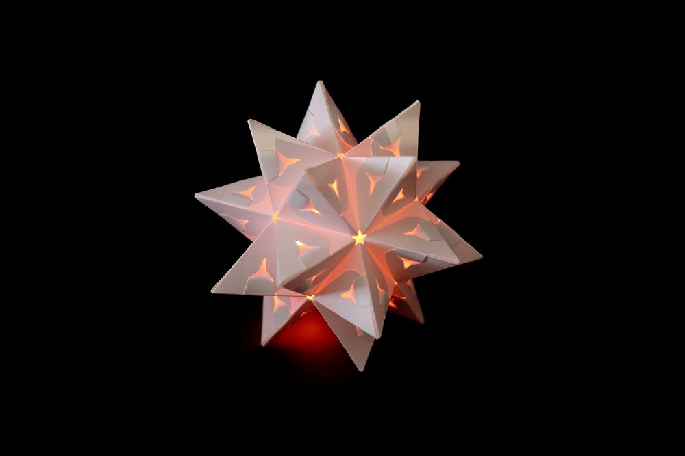 North Star - a.k.a. great stellated dodecahedronA perfectly symmetrical star that fits in the palm of your hand.Build with 1 set, using 30 flex-pieces.