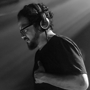Mark Farina   Legendary DJ / Producer Mark Farina has been playing deep house music for 3 decades. While touring the world and running his record label, Great Lakes Audio, he still finds time to release mixes regularly.
