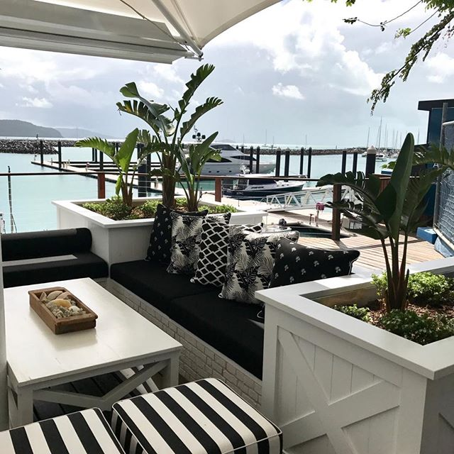 Just yes! ✔️🍹 #hamptonsdesignco #interiordesign #interiors #blackandwhite #cocktails #lunch #weekends #restaurants #bars #view #marinas #hamptons @hemingwaysairliebeach