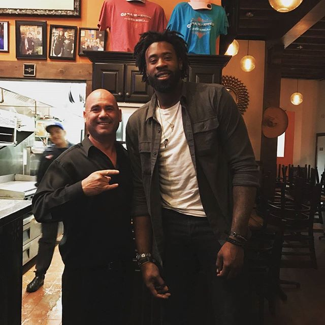Deandre Jordan from the Los Angeles Clipper visiting us here at Casa Martin!!!! Thank you Deandre, come back and see us again soon!!!! #laclippers #losangeles #clippersgame #basketball #athletics #mexicanfood #santamonica #santamonicabeach #foodie #authenticfood #margaritas #tequilashots #nba #nbaplayoffs #nba2k17 #tepatitlanjalisco #jaliscoesmexico #happyhappy