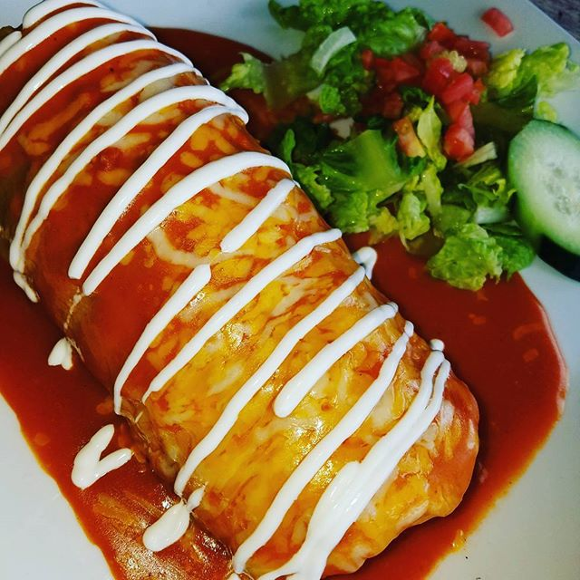 Veggie burrito at Casa Martin Mexican Restaurant in Santa Monica. #casamartin #mexico #jaliscoesmexico #santamonicabeach #mexicanfood #foods #authenticmexican #beach #mexican #tepatitlan #veggies #vegetarian #nomeat