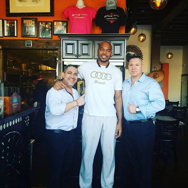 Deaven George visiting us at Casa Martin. He was a contributor to the Los Angeles Lakers three straight championship season!!! #casamartin #mexico #jaliscoesmexico #santamonicabeach #foods #authenticmexican #beach #mexican #tepatitlan #lakers #champion #basketball #celebrity #athlete