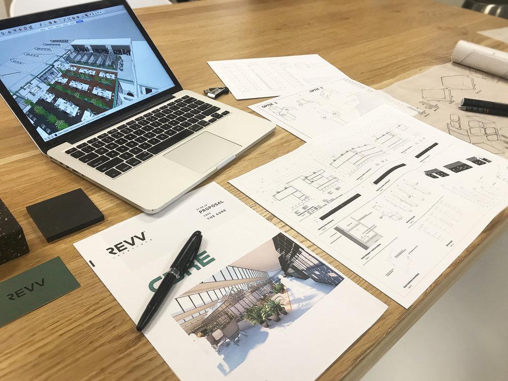 Een passend ontwerp - Met het REVV design team kunnen wij een passend ontwerp maken, van schets tot bouwkundige 3D tekening óf juist samen met de architect of interieurbouwer. Om zo tot een passend product of totaal inrichting te komen.