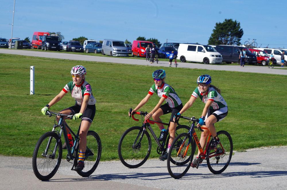 Ellen Garnsworthy, Emma Spriggs, & Emma Webber pre-race