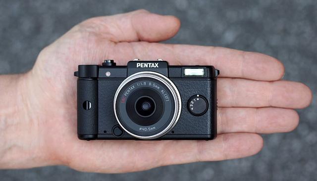 pentaxq_hand_ir.jpg