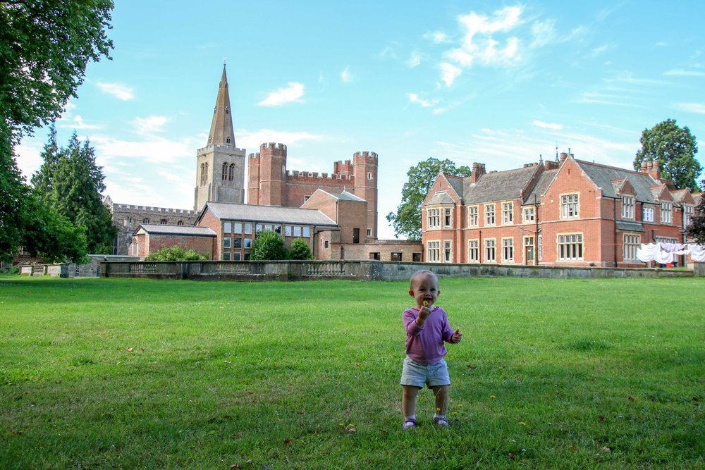 6-ideas-for-entertaining-kids-when-traveling-in-england-post.jpg