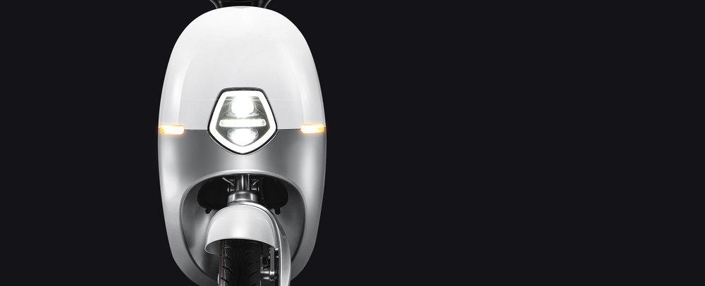 Effizientes Lichtsystem - Geniessen Sie die Fahrt mit voller Sicht. Das LED Lichtsystem mit breiter Strassenausleuchtung und langer Lebensdauer. Schont den Geldbeutel und erhöht die Sicherheit.