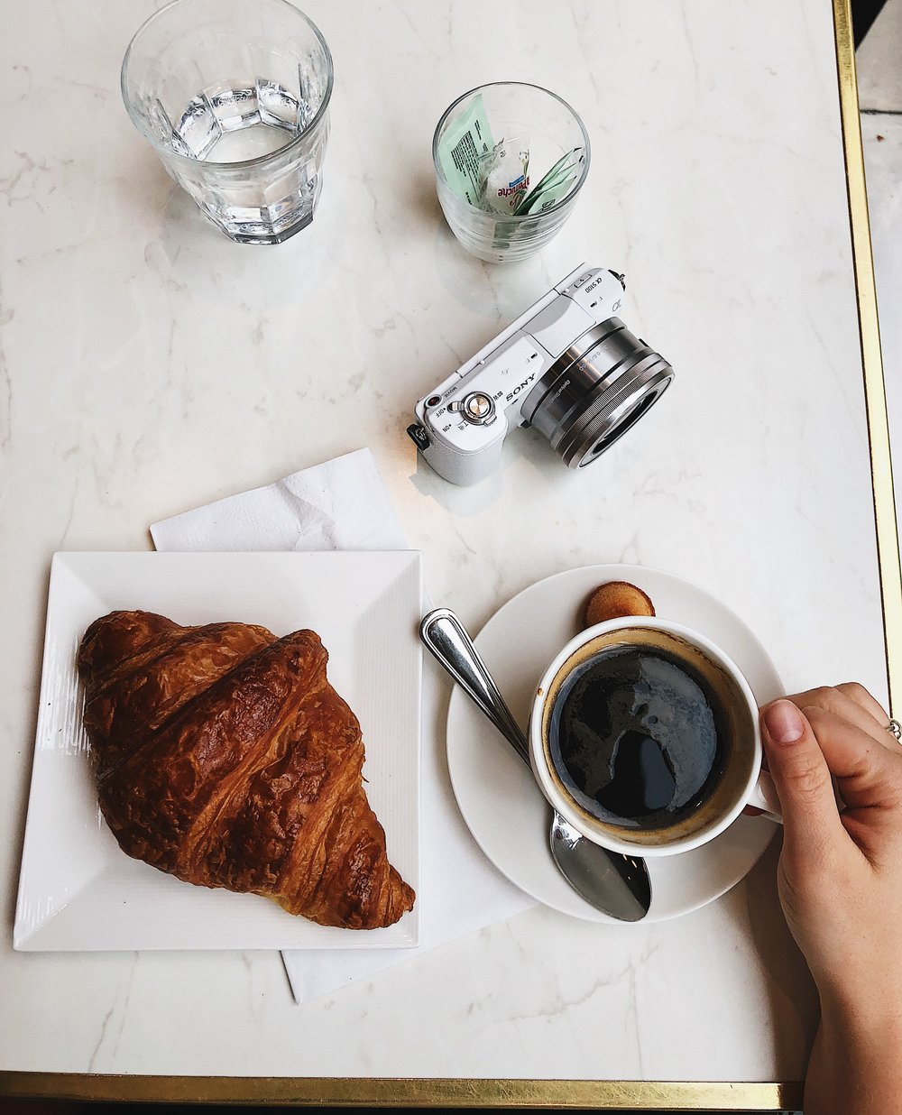 But first, coffee - When my friends and family visit me in the City, the most frequently asked question is where we can get the best coffee. And I'm always happy to show them all my favorite spots. And of course you guys too! So today, let's talk about my absolute favorite morning coffee spot: Maison Kayser.