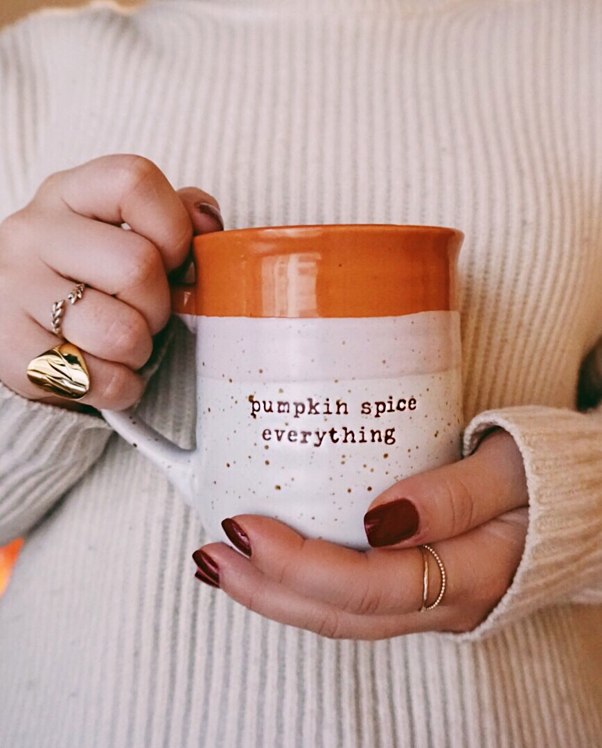 I love a good mug - I had so much fun creating this blogpost for you guys! It's the beginning of the festive season, and I we all know how much I love to grab any opportunity to be festive. Be it birthdays, Valentine's Day, Easter, Halloween, Thanksgiving, Autumn, Christmas. You name it, and I'll celebrate it. Isn't life just a bit more fun that way?