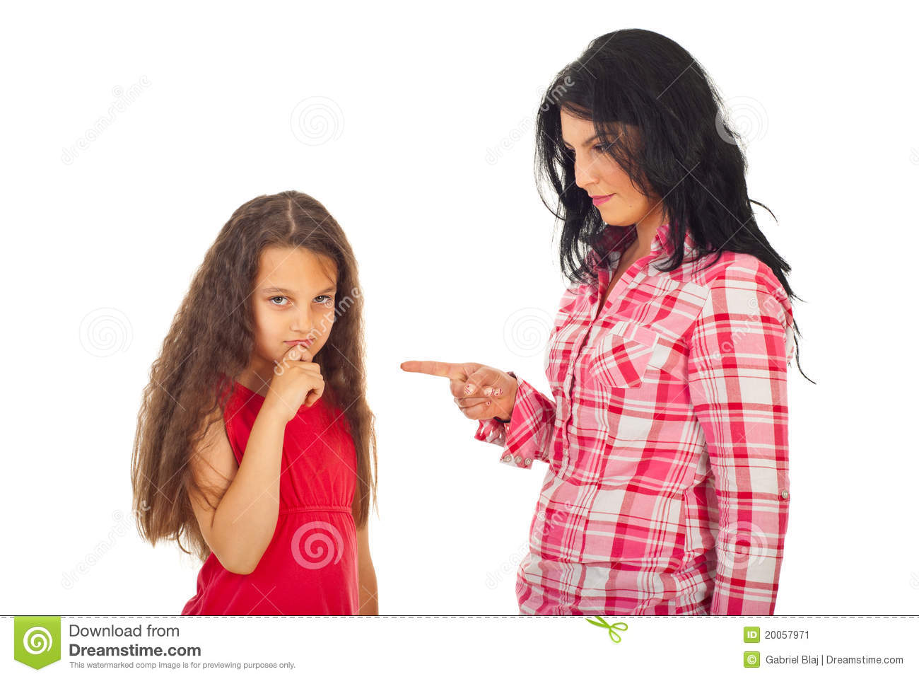 mother-arguing-daughter-20057971