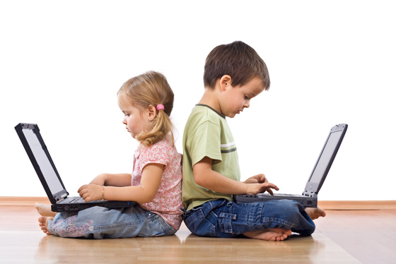 kids-playing-computers.jpg
