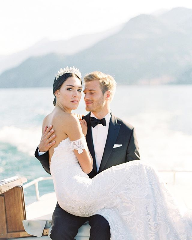 #lakecomo photos just hit my inbox and I'm having a moment. This may be the prettiest couple of all time...sigh. Take me back to Italia! ⠀⠀⠀⠀⠀⠀⠀⠀⠀ Photography: @kenzievictory  Gown: @tara_lauren  Accessories: @edenluxebridal  Menswear: @theblacktux  Boat rental: @comoclassicboats  Film lab: @thefindlab . . . #italianwedding #italianweddingplanner #lakecomowedding #destinationeventplanner #destinationwedding #villawedding