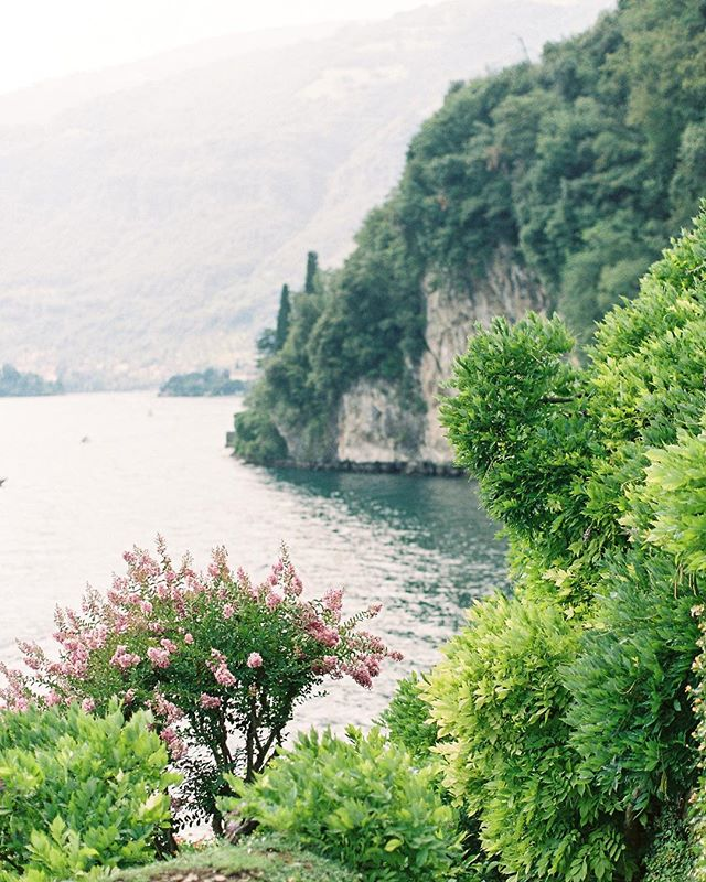 We're showing off our #italiandestinationwedding today on @brides (link in bio). I'm so grateful to have worked with such an incredible couple. Here's to many more international weddings!  Photography: @kenzievictory  #italywedding #destinationwedding #destinationweddingplanner #villawedding #italyweddingplanner #lakecomoitaly #lakecomoitaly