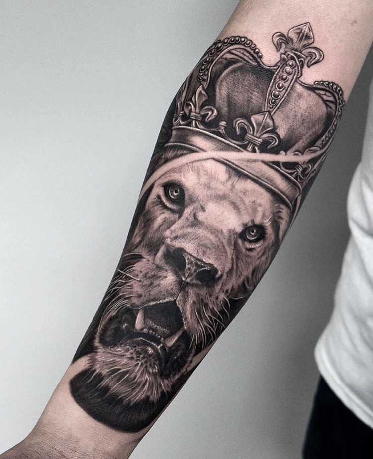 Custom+Black+and+Grey+Lion+in+a+Crown+Tattoo+by+Ramon+Marquez+at+Certified+Tattoo+Studios+Denver+Co.jpg
