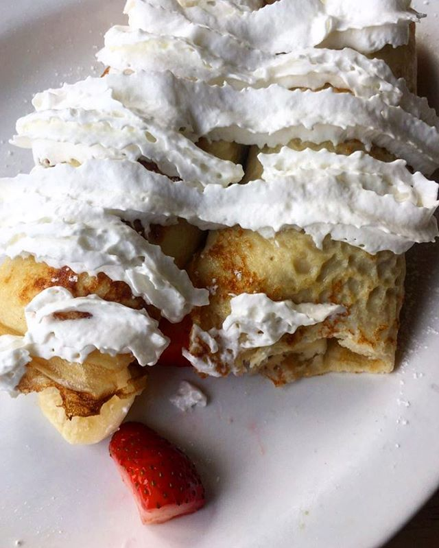 Strawberry and banana crepes with whipped cream yes please!! 🍌🍓🍓 #goldenharvestcafe #crepes #breakfast #breakfastfood #food #localrestaurant