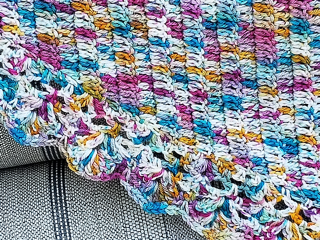 Moonlit Shawl by Sandra Paul                                                 Photo © Killylovesamis  Click the picture to visit the pattern page.